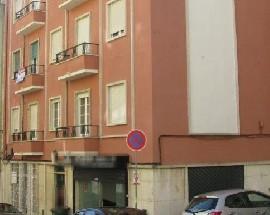 Alugo quartos bem localizados perto do IST e de transportes