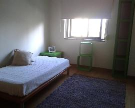 Alugo quarto mobilado a estudante perto do metro de Odivelas