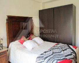 Alugo quarto mobilado a menina estudante em Sintra