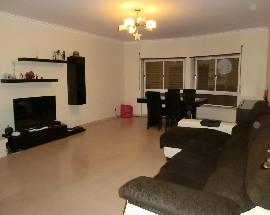 Alugo quartos em T3 espacoso em Massama
