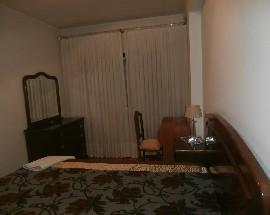 Alugo quarto com cama de casal a uma menina ou senhora
