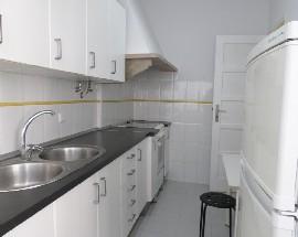 Alugo apartamento T2 mobilado com cozinha equipada Almada