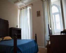 Alugo quarto interior na Rua Imprensa Nacional