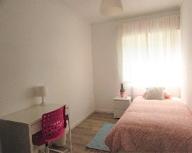 Available 2nd semester bright and airy single room Aveiro