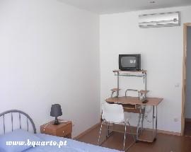 Quarto individual grande e mobilado Lisboa Marvila ISEL