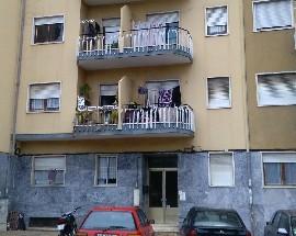 Partilho apartamento T2 em Sacavem