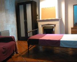 Alugo 3 quartos para estudantes femininas em Coimbra