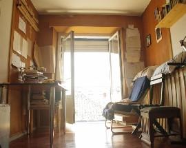 Alugo quarto em casa partilhada com estudantes trabalhadores