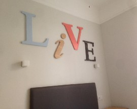 Quarto em apartamento todo remodelado junto ao Rio Liz