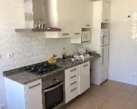 Quarto em casa recentemente remodelada em Celas