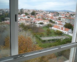 Panoramic space to rent in Oeiras shared between girls