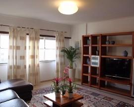 Apartamento mobilado com cozinha equipada em Loures