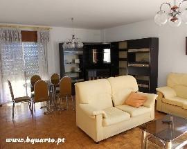 Aluga se um quarto a estudante em Faro
