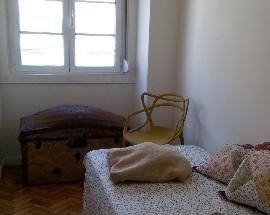 Partilho apartamento perto da Graca