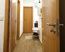 Alugo quarto para mulher em Alcantara