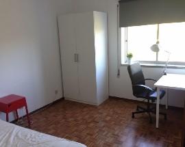 Quartos em apartamento remodelado Leiria Centro