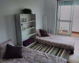 Quarto casal ou individual para alugar em Mafra
