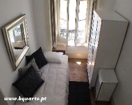 Sunny single room in Lisbon