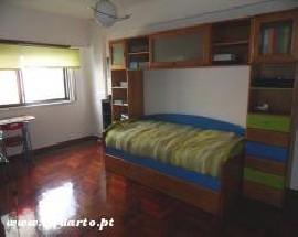 Alugo quarto estudio com 2 camas individuais em Amadora