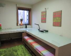 Quarto mobilado com cama de casal em Braga