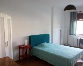 Room near transport Setubal