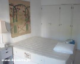 Alugo quarto numa moradia em Cascais