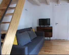Casa com mezanino na baixa do Porto