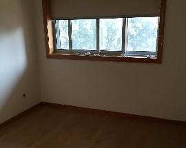 Quarto em apartamento moderno situado na Areosa