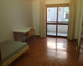 Alugo quarto no centro de Alverca junto ao C C Scala