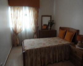 Bons quartos para meninas com muita luz em Almeirim