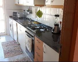Alugo quarto individual num apartamento familiar em Sintra