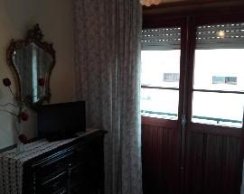 Arrendo um quarto individual em Viana do Castelo