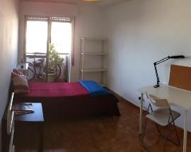Arrendo quarto mobilado em apartamento na Baixa de Faro