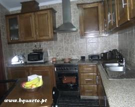 Arrendo moradia T2 mobilada ou por quartos no Porto Bonfim