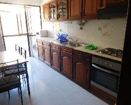 Arrendam se quartos ou apartamento T2 em Coimbra