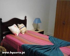 Bom quarto mobilado com janela e varanda em Lisboa Saldanha