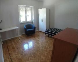 Quarto em apartamento com 3 quartos perto da linha amarela