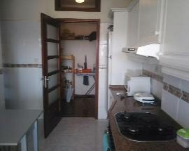 Quarto com varanda e roupeiro embutido em Aveiro Centro