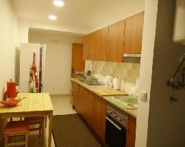 Quartos em apartamento T3 no centro de Almada
