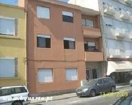 Alugo quartos mobilados para estudantes no centro do Porto