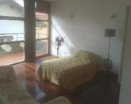 Alugo suite com patio privativo no Monte Estoril