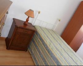 Arrendo quarto mobilado com serventia de cozinha em Setubal