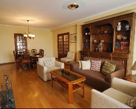 Apartamento com excelentes quartos ao Campo Alegre