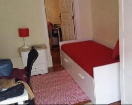 Alugo quarto em apartamento de estudantes junto ao IST