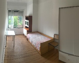 Alugo quartos num T3 em Lisboa junto a Universidade Nova
