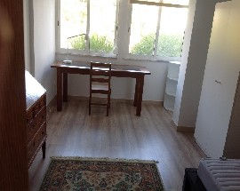 Cozy room near the beach and Oeiras train station