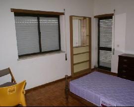 Alugo quartos em casa muito perto da ESE Castelo Branco