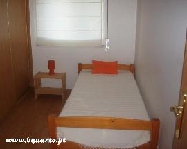 Alugo quartos a estudantes no Monte Caparica