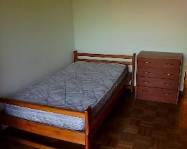 Arrenda se quarto em apartamento a estudante rapariga