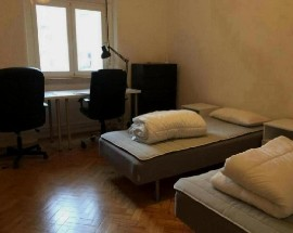 Rooms to rent in sunny recently renovated apartment